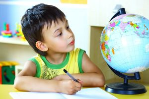 child-learning-globe